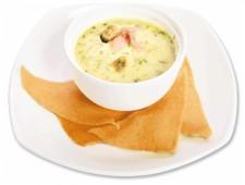 Сливочный суп Юкио с лососем и мидиями