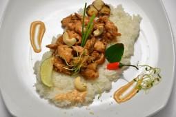 Куриное филе с рисом в соево-чесночном соусе